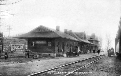 1916 – Depot in Downtown Newport