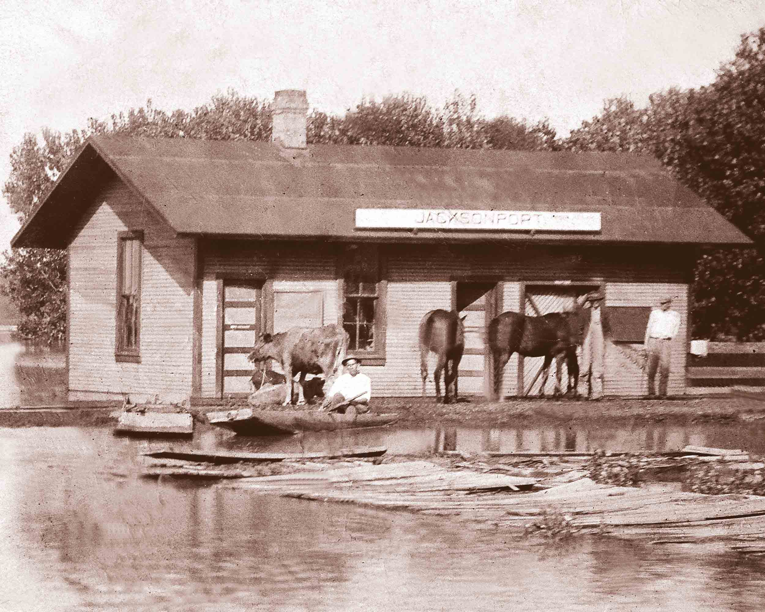 1927 – Flood at the Jacksonport Depot