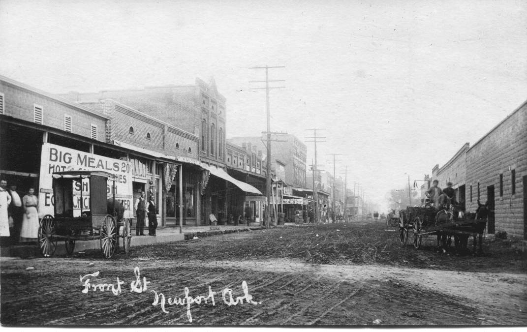 1907 – East Front Street in Newport