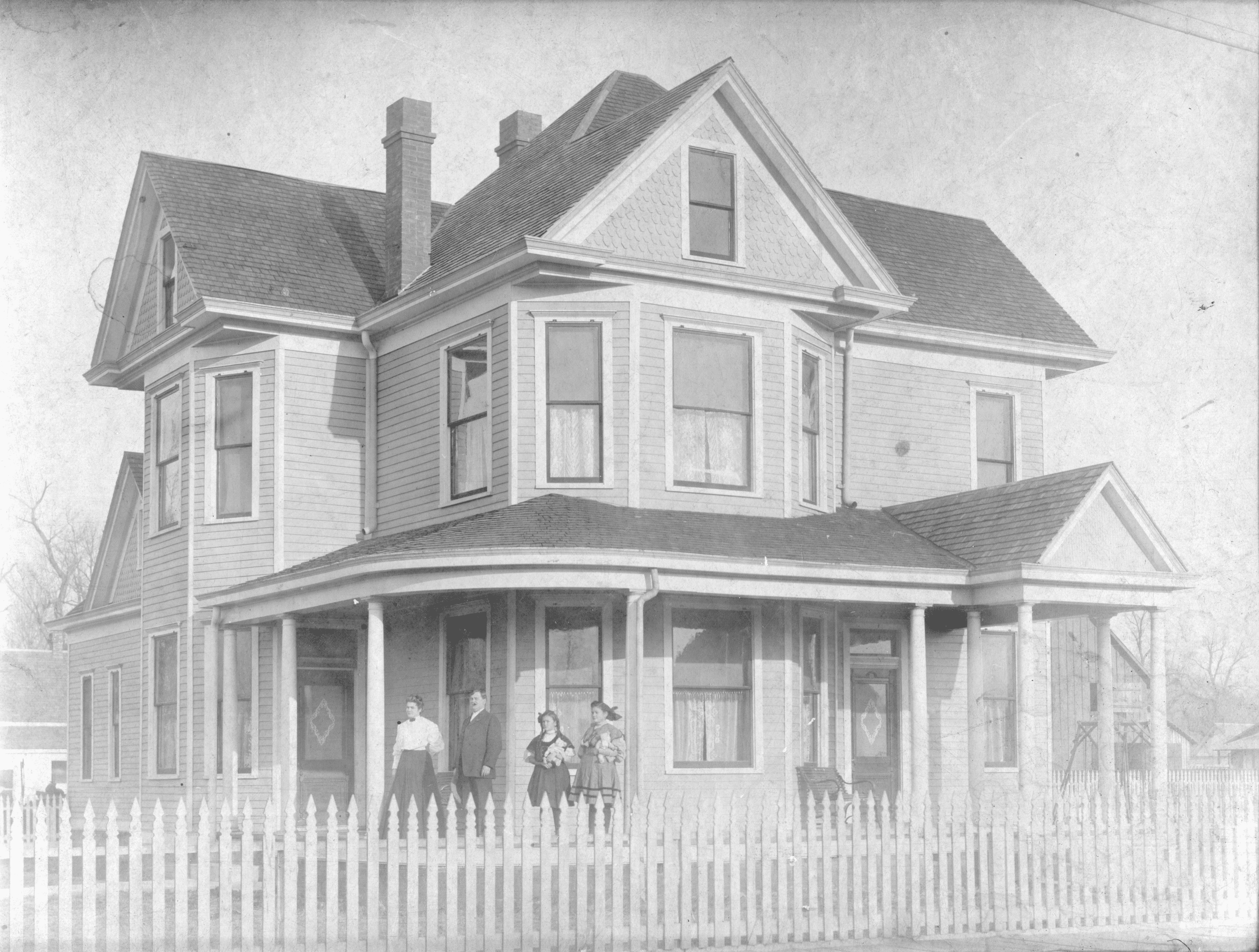 1905 – Harvey House