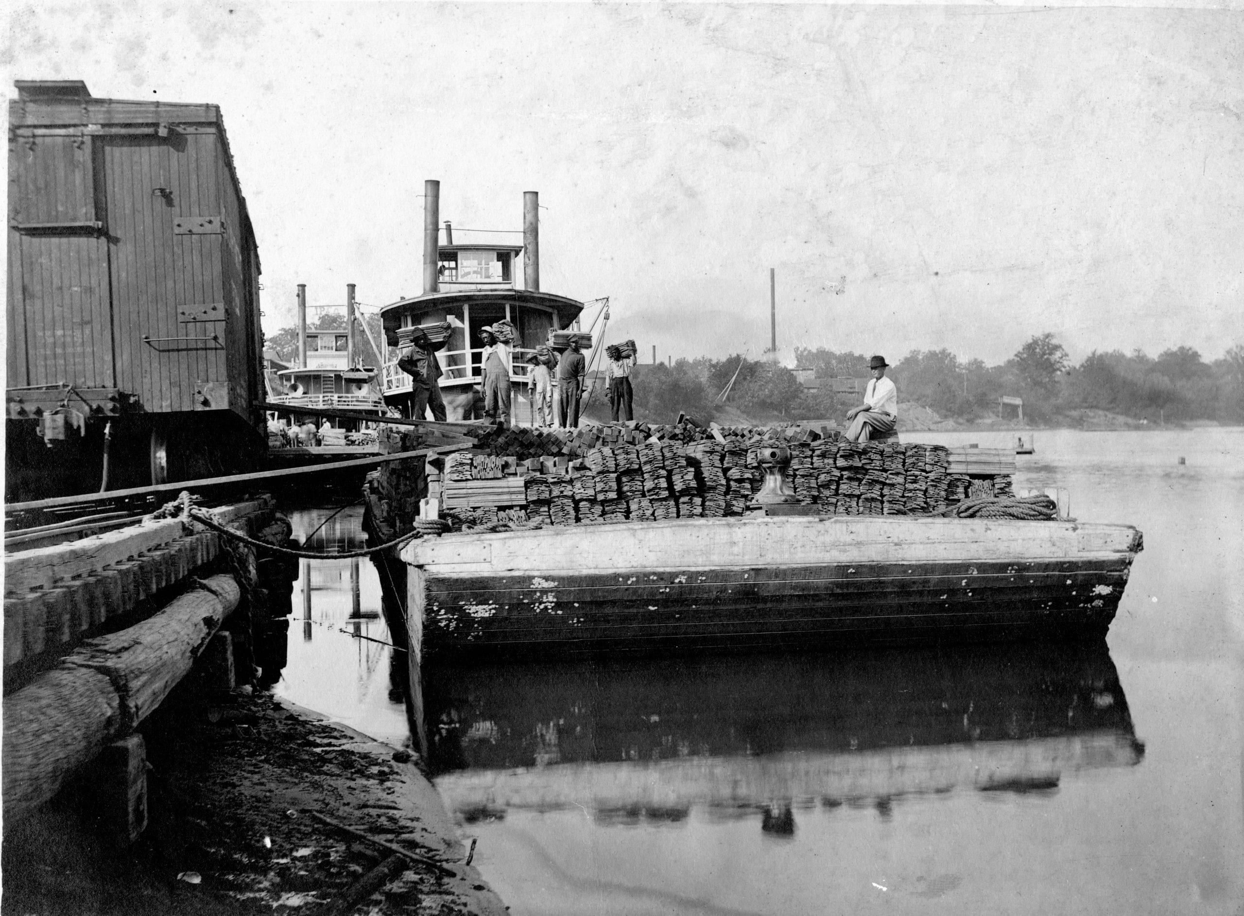 1924 – Lumber Barge Loaded