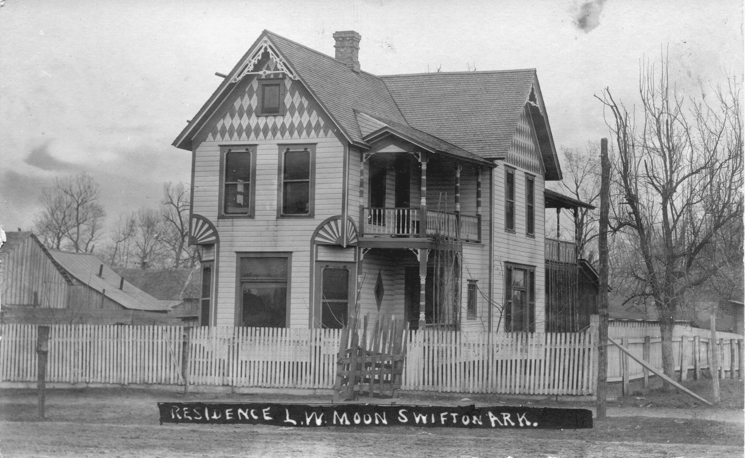 1920's – Moon Home
