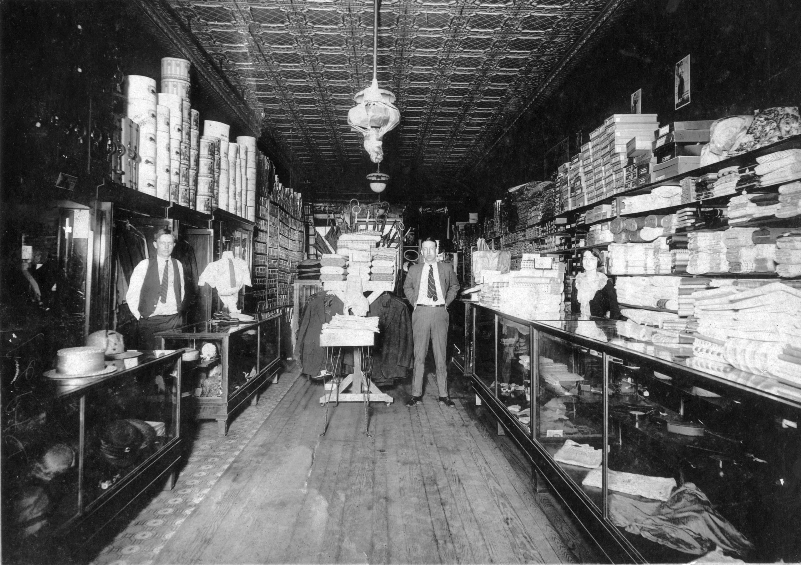 1930 – PK Holmes Store